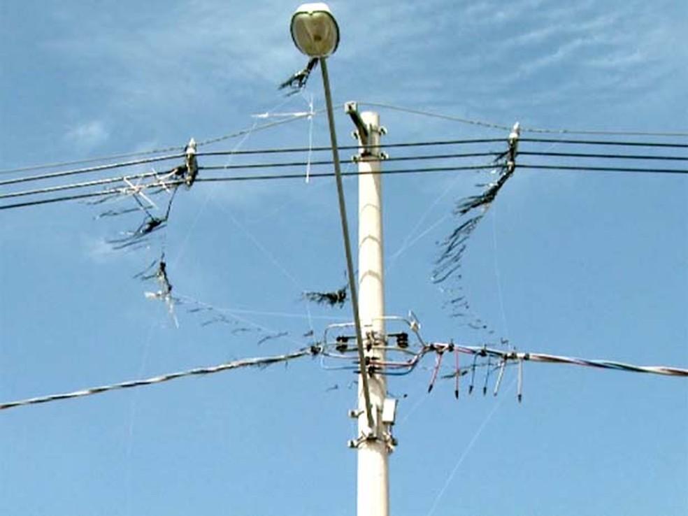 Pipas causam das interrupções na rede elétrica — Foto: Reprodução/EPTV