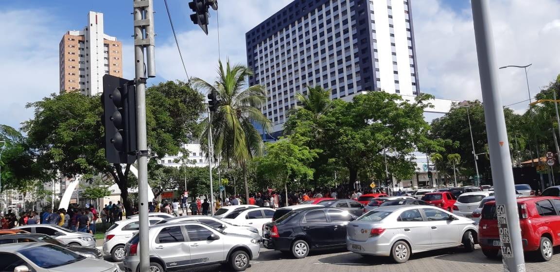 Motoristas de aplicativo fazem ato para receber das empresas maior tarifa por km rodado, em Fortaleza