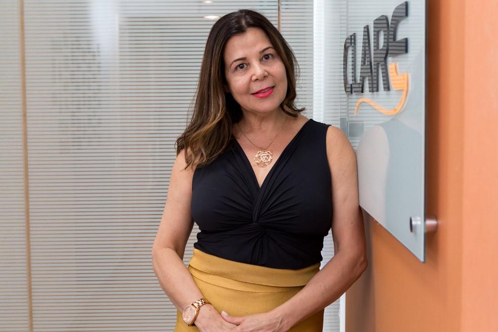 Cláudia Barbosa em sua empresa na Avenida Paulista em SP: empresária comemora a conquista de novos clientes, contratação de funcionários e novo fôlego financeiro — Foto: Marcelo Brandt/G1