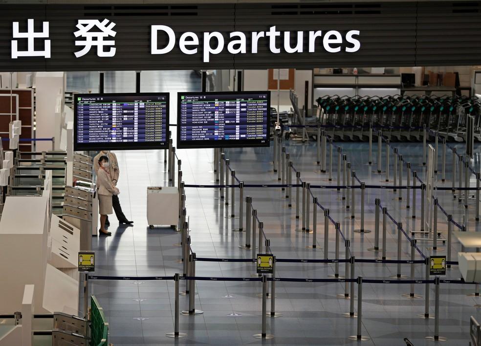 Área de embarque do Aeroporto de Haneda, em Tóquio, em 28 de dezembro de 2020 — Foto: Issei Kato/Reuters