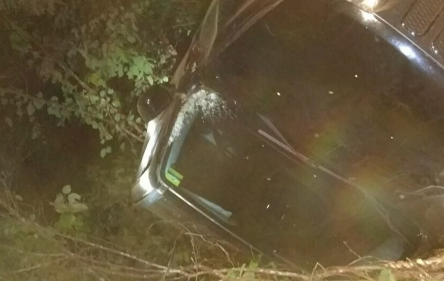 Veículo cai em ribanceira de 30 metros no Ceará e ninguém é encontrado; polícia investiga