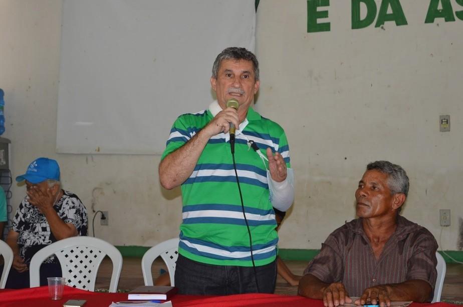 Prefeito suspeito de matar desafeto político reassume cargo em Santana  do Acaraú, no Ceará