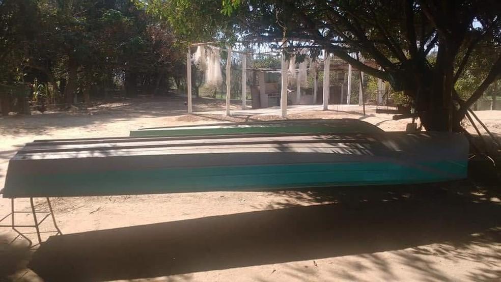 Barco das vítimas que foi roubado  (Foto: Arquivo Pessoal)