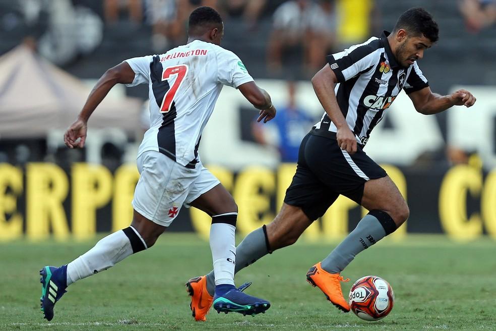 Brenner jogou bem, mas também deixou o campo parecendo insatisfeito (Foto: Vitor Silva/SSPress/Botafogo)