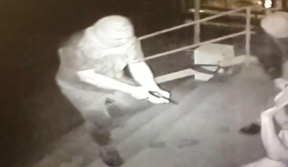 Polícia analisou imagens de câmeras para chega a quadrilha suspeita de roubo de combustíveis (Foto: Reprodução/ EPTV)