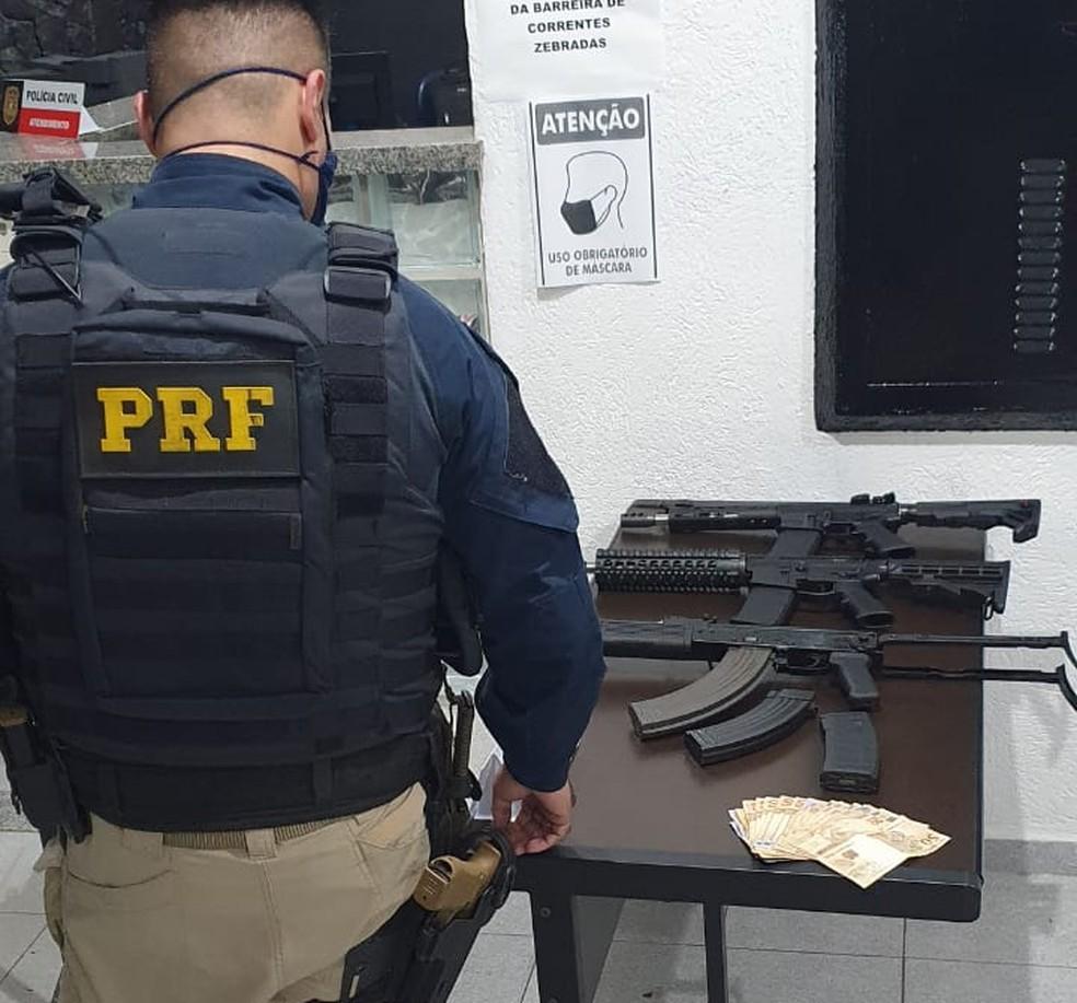 PRF apreende fuzis na Grande SP — Foto: PRF/divulgação