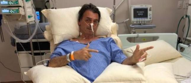 Bolsonaro faz gesto de atirar no hospital
