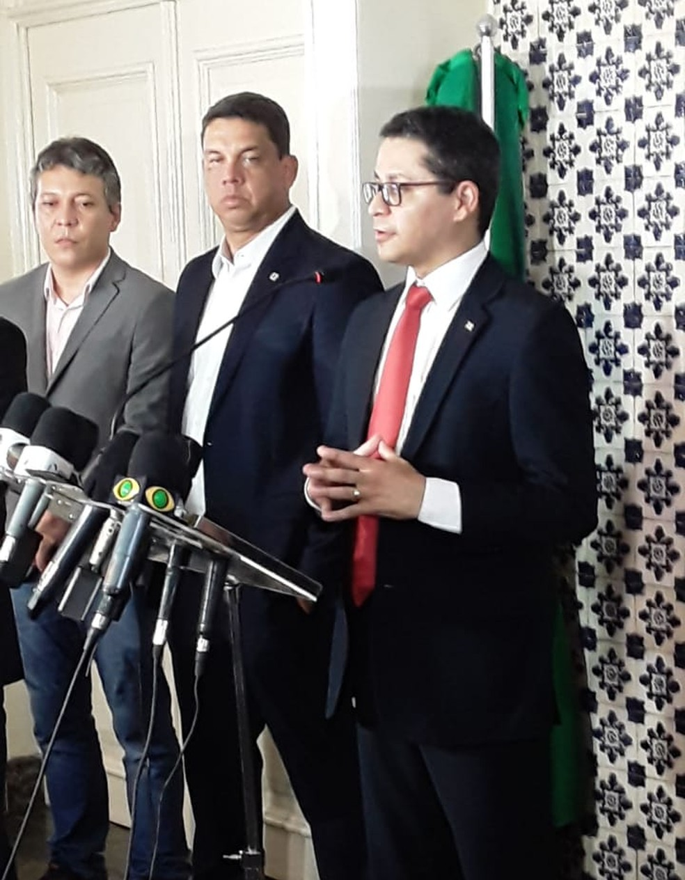 Carlos Lula, secretário estadual de Saúde do Maranhão, fala sobre as mudanças no protocolo de atendimento de casos do novo coronavírus. — Foto: Alex Barbosa/TV Mirante