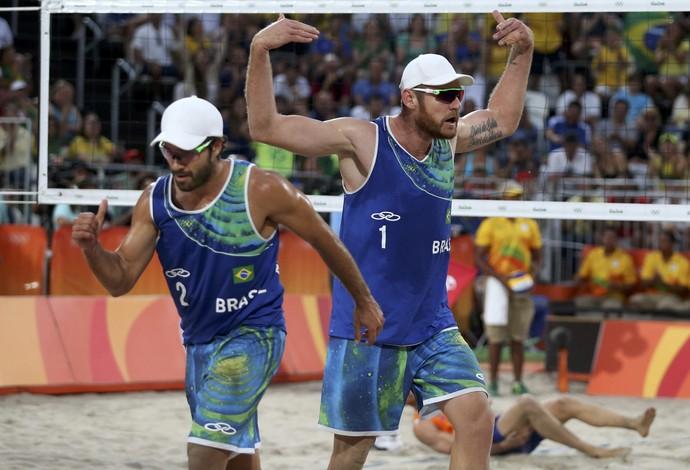 bruno alison vôlei de praia brasil holanda (Foto: Adrees Latif / Reuters)