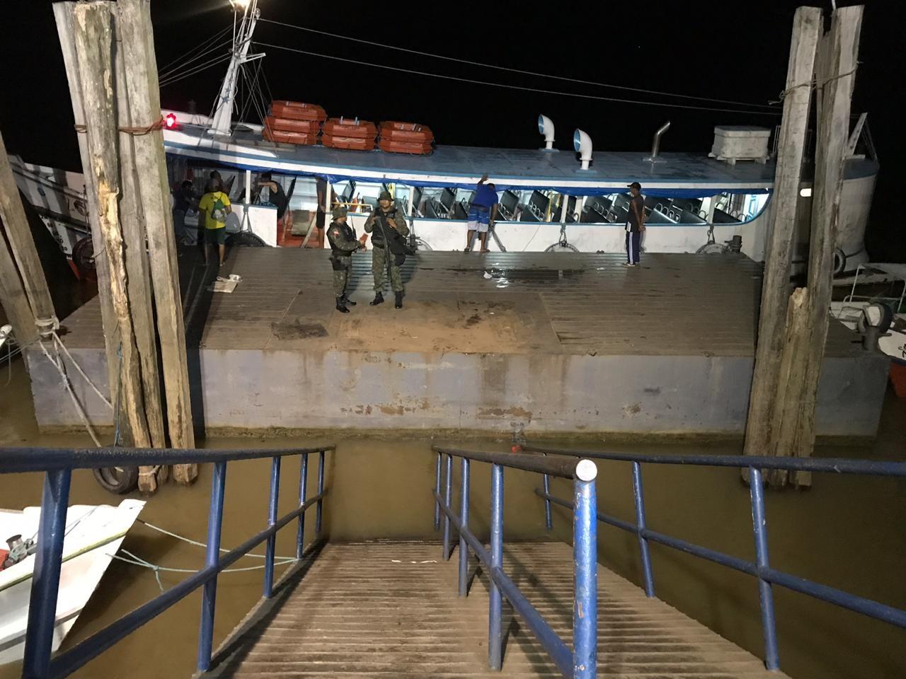 Rampa do trapiche de Icoaraci é recolocada em flutuante após se deslocar e cair  - Notícias - Plantão Diário