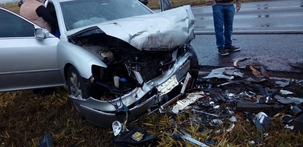 Veículos colidiram de frente (Foto: Reprodução)