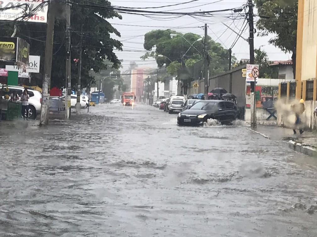 Travessa Acalanto, paralela à saída do Cia Aeroporto, em Lauro de Freitas — Foto: Henrique Oliveira/Arquivo pessoal