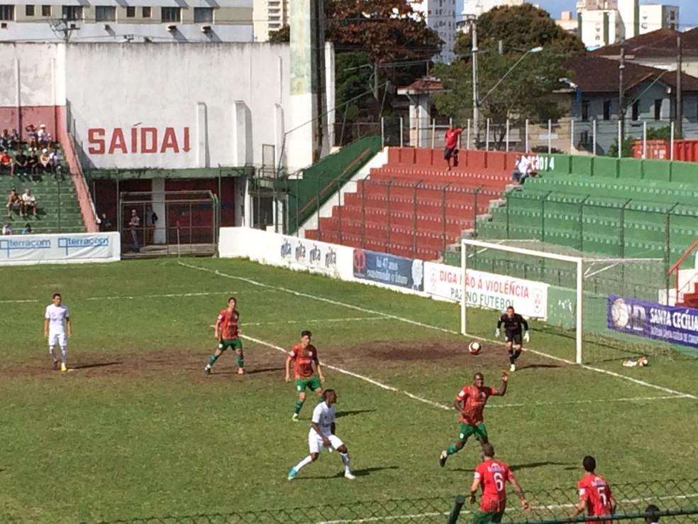 Santos B venceu a Portuguesa Santista por 2 a 0 na manhã deste domingo (Foto: Eduardo Silva/TV Tribuna)