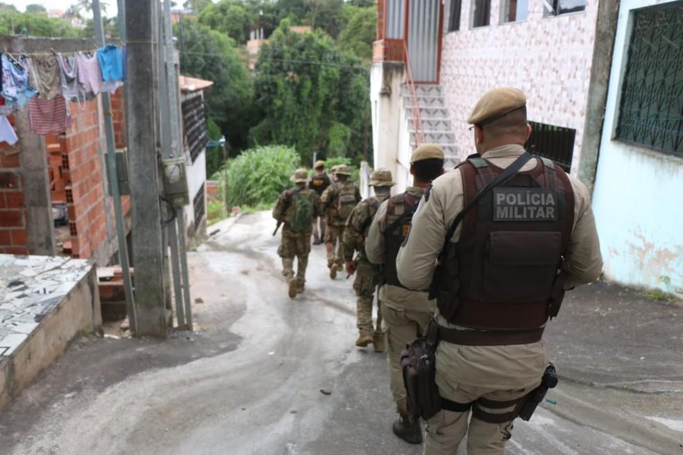 Operação no bairro de Valéria  — Foto: Alberto Maraux/SSP