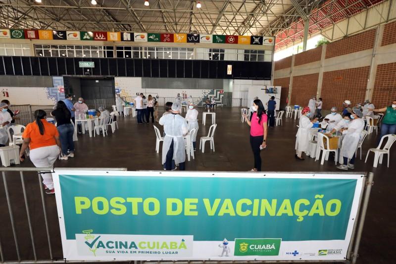 Cuiabá suspende vacinação por falta de imunizantes a partir desta quarta-feira