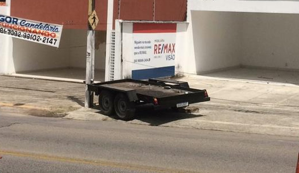 Reboque que atingiu o veículo — Foto: Cedida