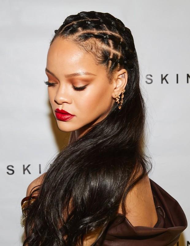 Rihanna lança sua linha de beleza com red carpet virtual (Foto: Reprodução/Instagram)