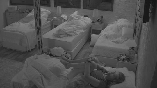 Eva e Ayrton acordam no Lar da família Lima
