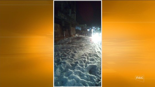 Chuva de granizo atinge cidades do Oeste de SC e provoca transtornos