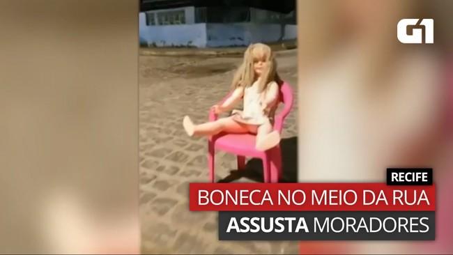 Boneca em cadeira no meio da rua assustou moradores de Afogados, no Recife