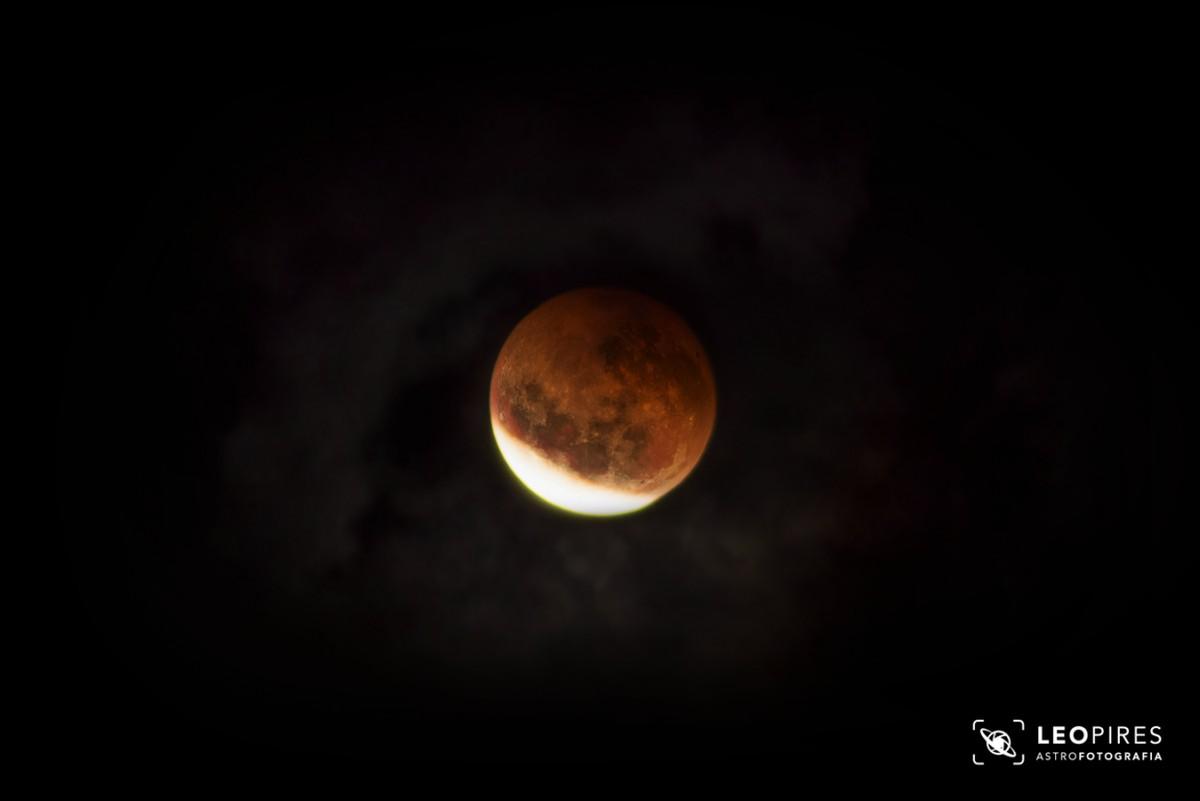 Eclipse lunar é registrado por astrofotógrafo no Sul do Rio
