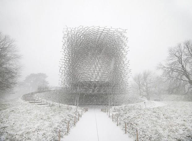Jeff Eden, do Reino Unido, fotografou o The Hive, projeto de Wolfgang Buttress, sob a neve (Foto: Architectural Photography Awards/Reprodução)