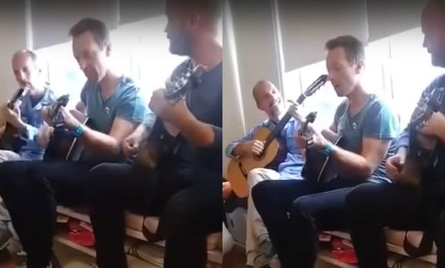 Coldplay canta para crianças no Incor