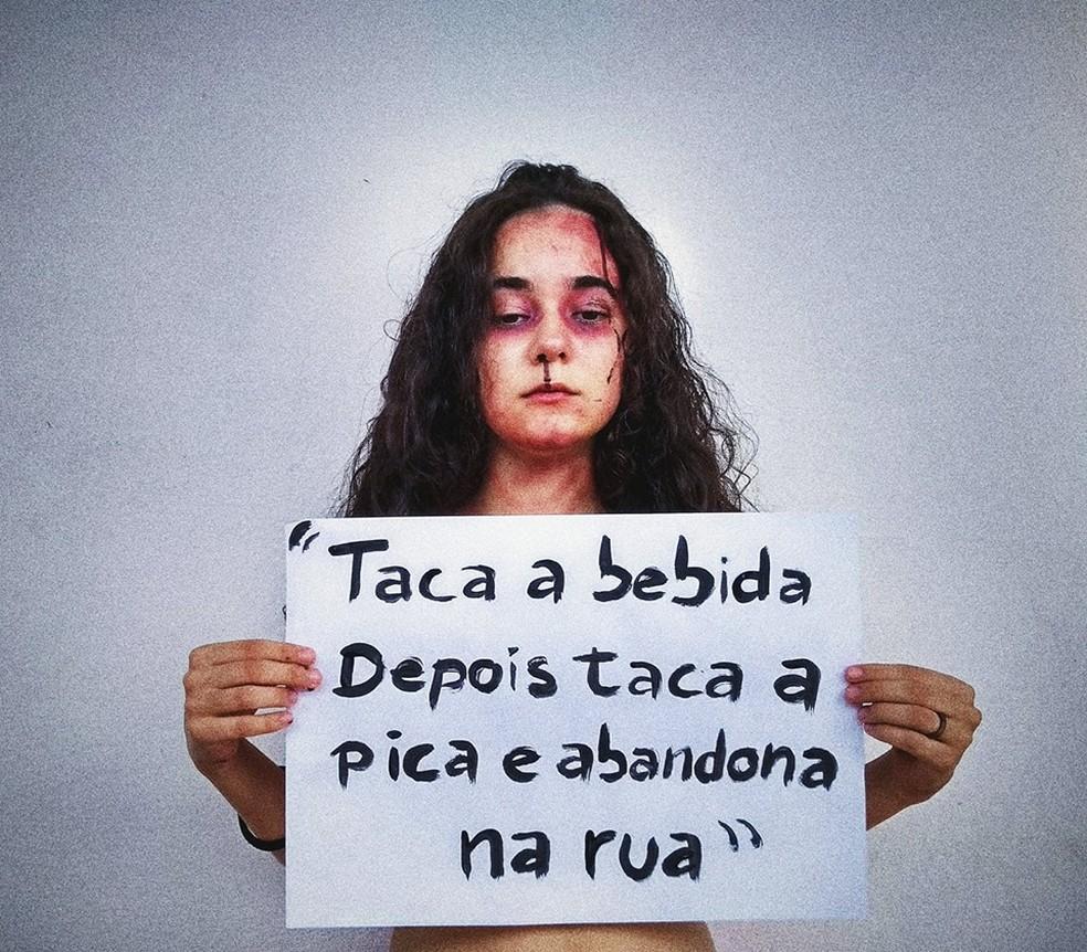Foto  Yasmin Formiga Estudante Yasmin Formiga faz protesto contra funk de  Mc Diguinho. — Foto  Yasmin Formiga 962a6a9a2f870