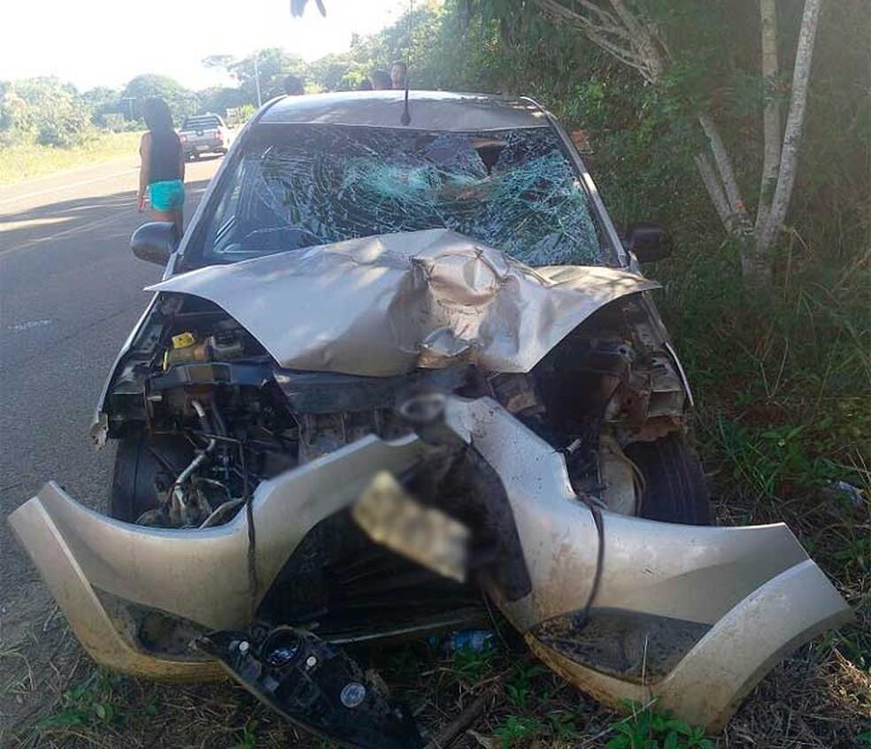 Um morre em acidente entre carro e moto no sul da Bahia neste domingo (29) (Foto: Divulgação/PRE)