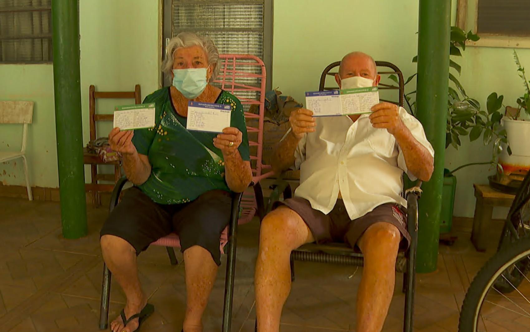 Cidade de SP aplica dose de reforço de vacina contra Covid em profissionais de saúde e idosos com mais de 60 anos nesta quarta