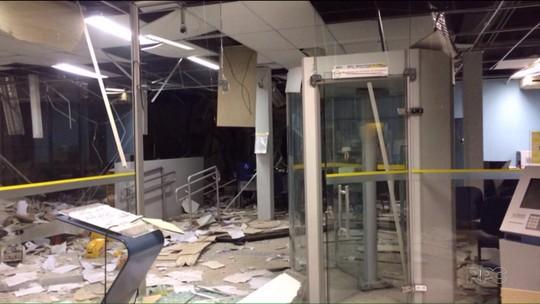 Bandidos explodem cofre de agência bancária em Cruz Machado