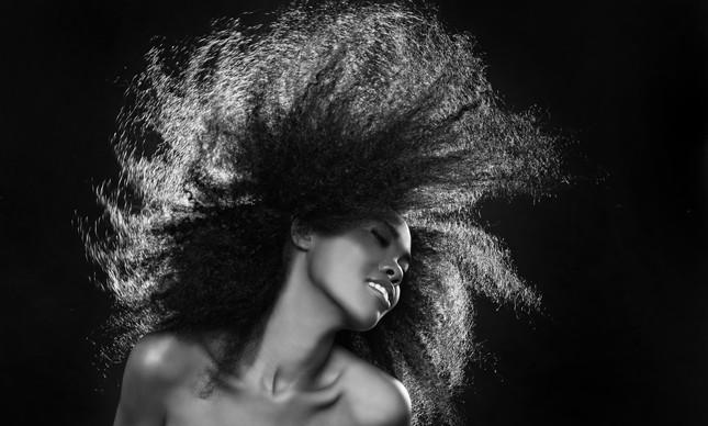 Kérastase, marca da L'Oréal, lança linha Curl Manifesto, e vai treinar profissionais de salões de beleza para tratarem de cabelos crespos e cacheados
