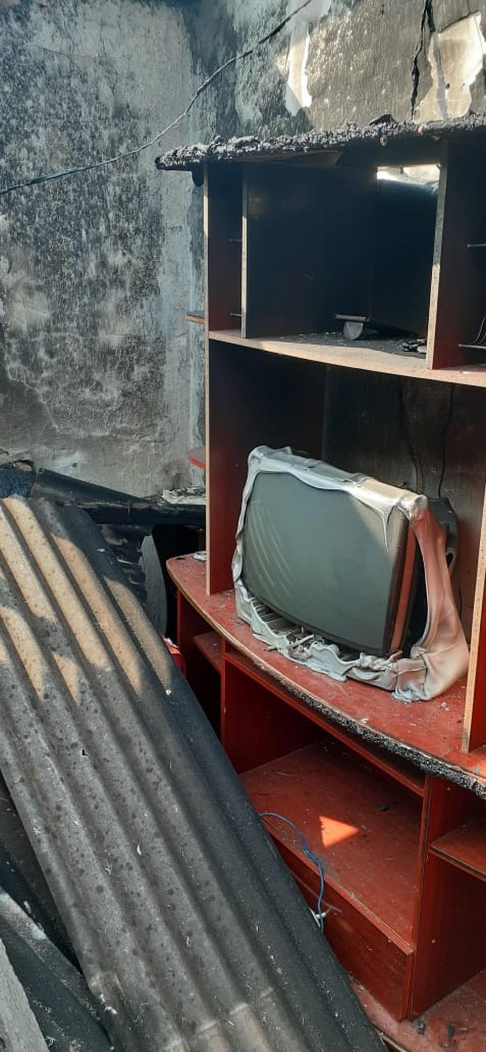 Homem coloca fogo em residência com a mãe dentro em Dracena — Foto: Cedida