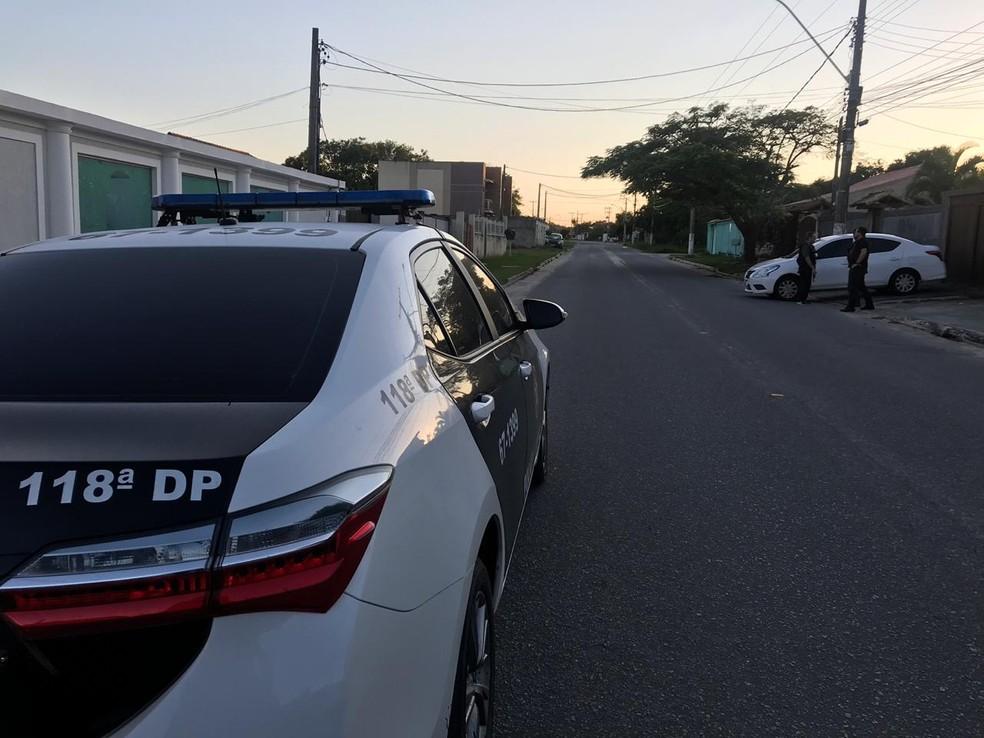 Mandados foram cumpridos em vários endereços em Araruama, no RJ — Foto: Laila Hallack/Inter TV