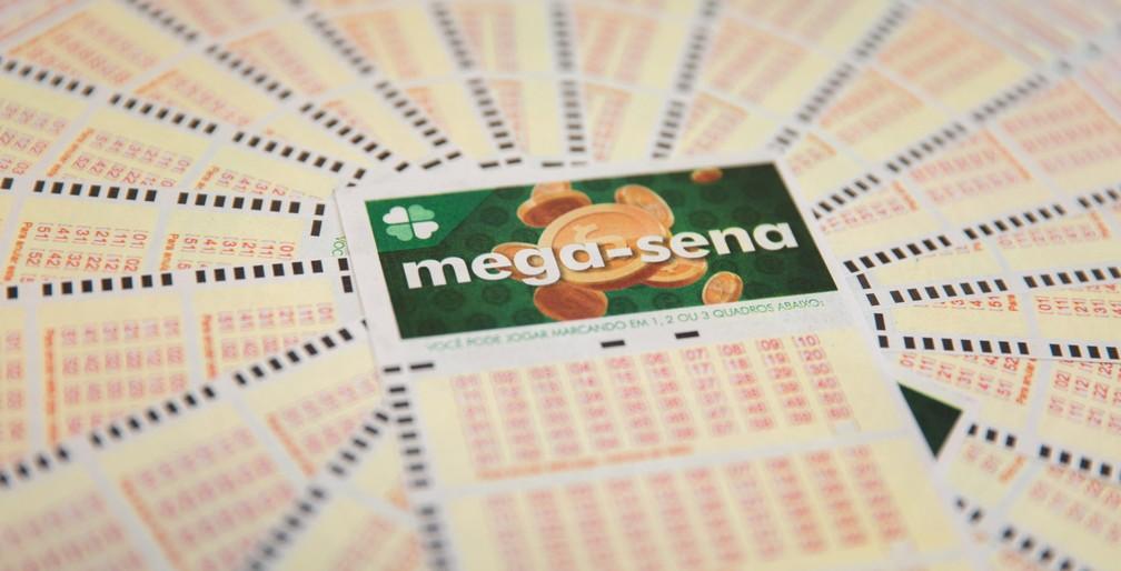 Bilhete da loteria mega-sena em 2018 — Foto: Marcelo Brandt/G1