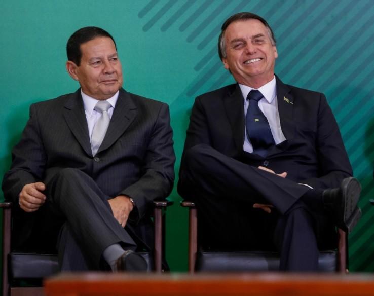 Com Bolsonaro em Davos, Brasil volta a ser comandado por um vice-presidente após quase 3 anos