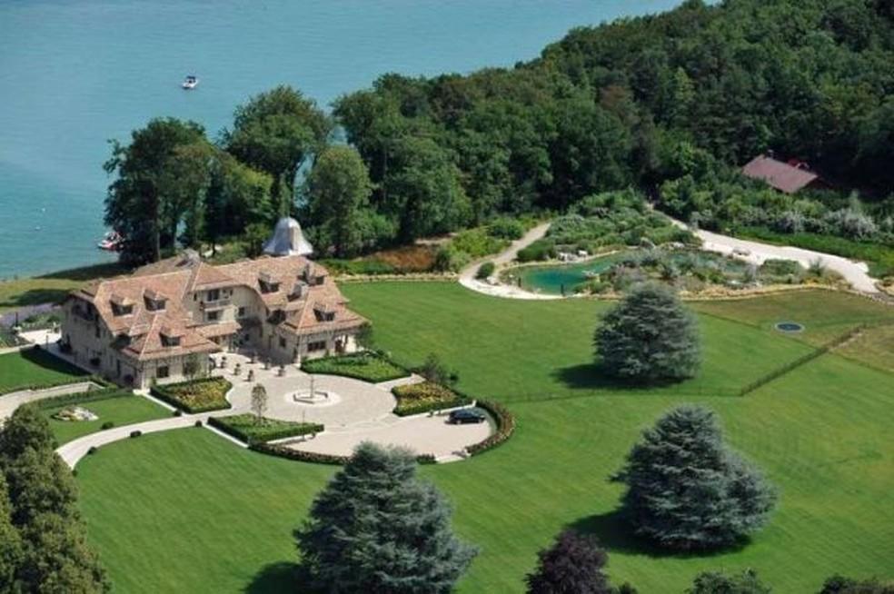 Casa de Schumacher na Suíça fica à beira de lago — Foto: Reprodução