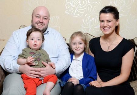 Theo e a família (Foto: Reprodução Facebook)