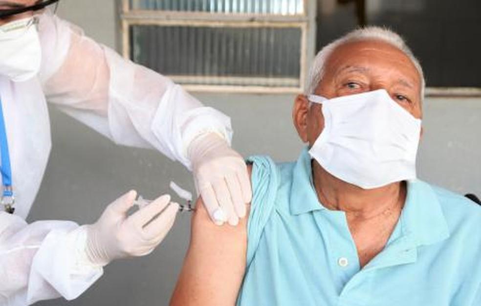 Vacinação continua nesta sexta-feira em Feira de Santana — Foto: Marcos Sandes/Ascom