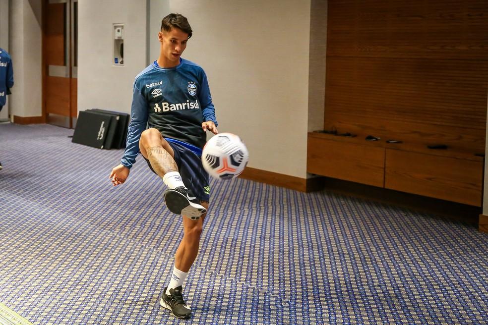 Ferreira em treino no hotel no Equador — Foto: Lucas Uebel/Grêmio