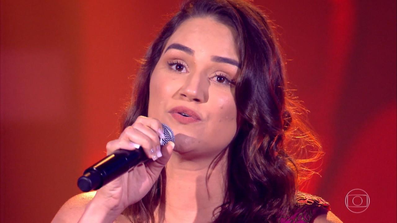 Adma Andrade canta 'De Volta Pro Aconchego'