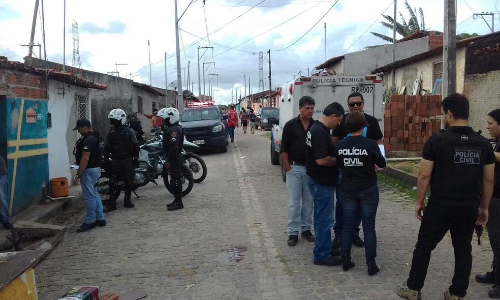 No bairro Guarapes, vítimas foram dois  irmãos (Foto: Heloísa Guimarães/Inter TV Cabugi)