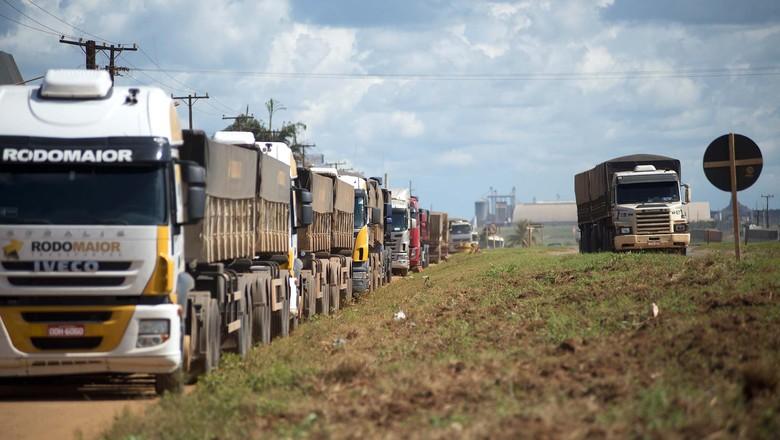 Caminhões parados (Foto: Emiliano Capozoli / Ed.Globo)
