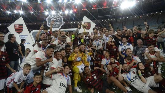 Com seis jogadores, Flamengo domina seleção do Campeonato Carioca