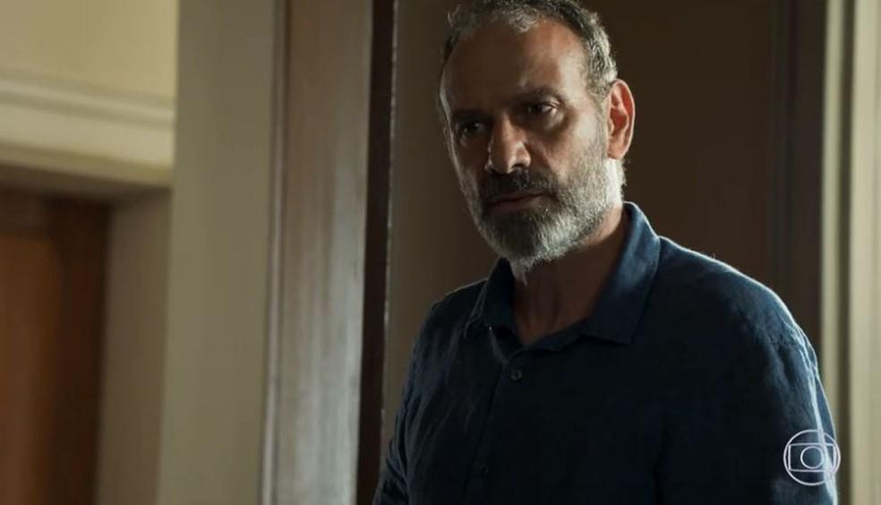 Elias (Marco Ricca) se envergonha de ter passado a noite com Helena, a viúva de seu amigo — Foto: TV Globo/Reprodução