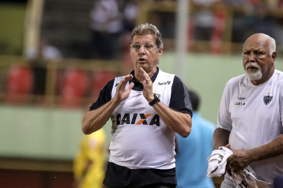 Oswaldo de Oliveira não é mais treinador do clube alvinegro (Foto: Bruno Cantini)