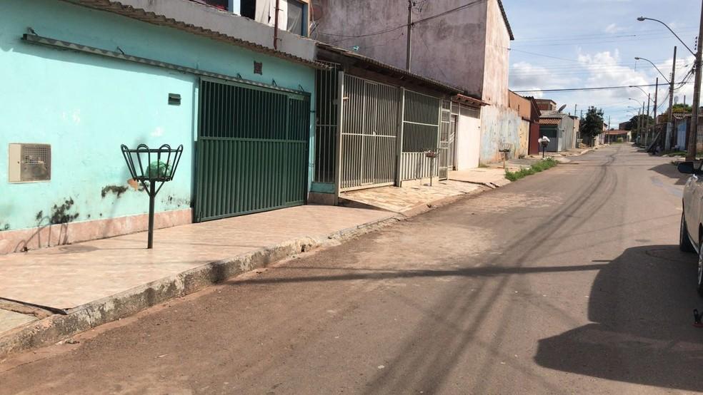 Rua onde criança foi baleada enquanto andava de bike (Foto: Flávia Marsola/TV Globo)