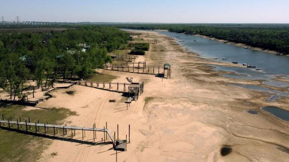 Os níveis da água não atingiam esse nível há mais de sete décadas — Foto: Getty Images via BBC