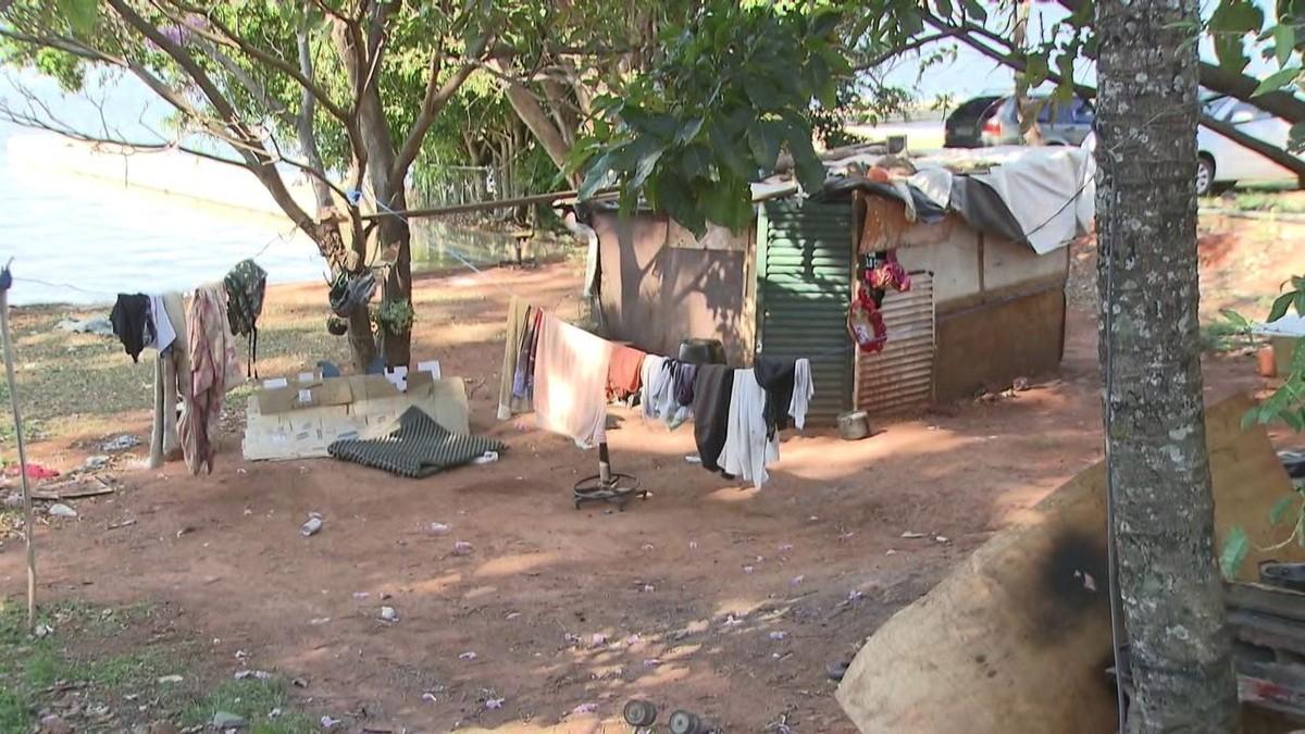 GDF retira moradores de rua que ocupavam orla do Lago Paranoá