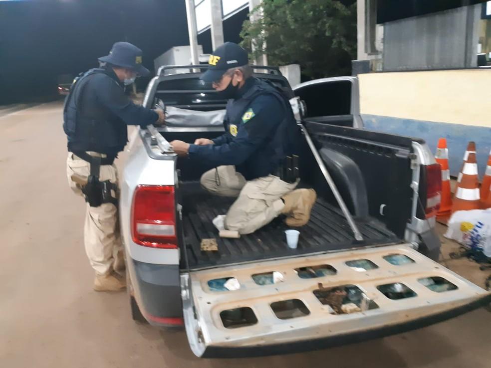 Drogas foram encontrados dentro de veículo de passeio em RO — Foto: Divulgação/PRF